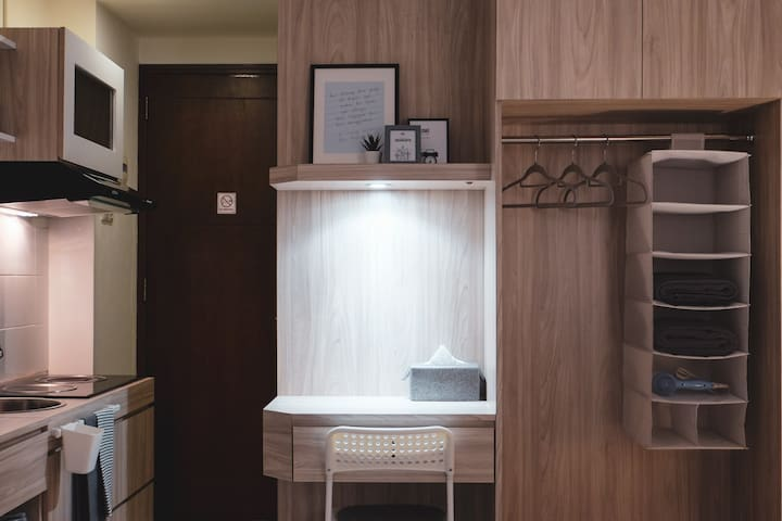 Task lighting at the desk and kitchen area. Provides enough task lighting while still maintaining an overall relaxing atmosphere.