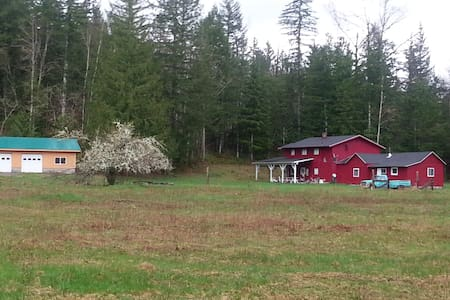 Large 5 Bedroom Lodge on 15 Private Acres - Maple Falls - House