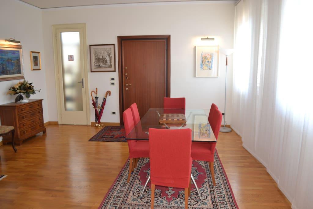 Dining Room, Pranzo