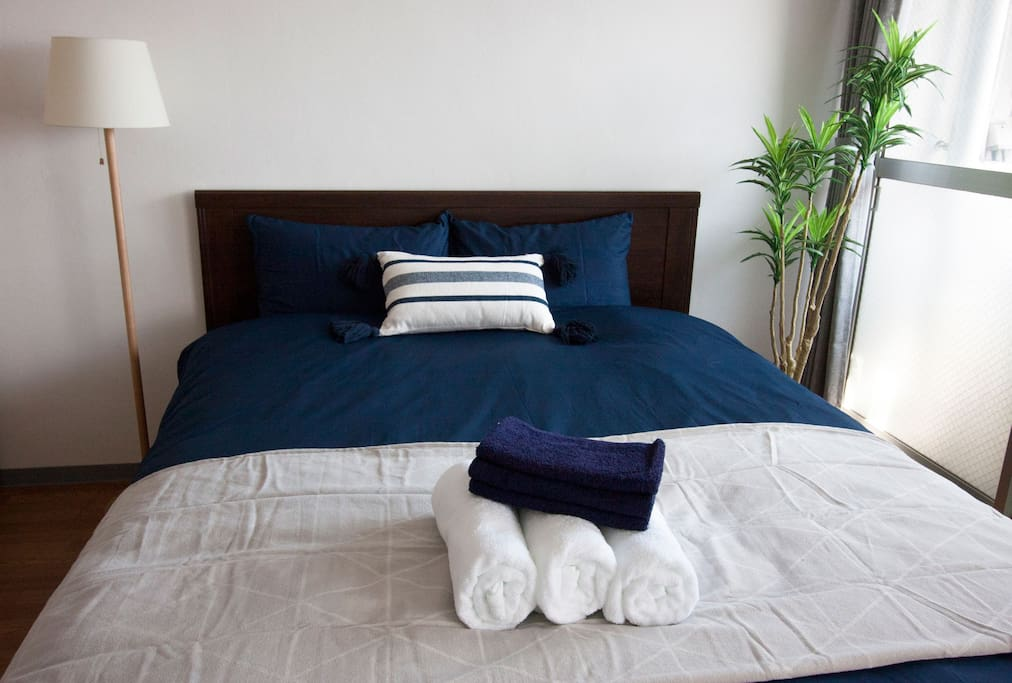 "Double bed (Size:140×200cm) ""We have one bath towel, one face towel and one toothbrush per parson."""