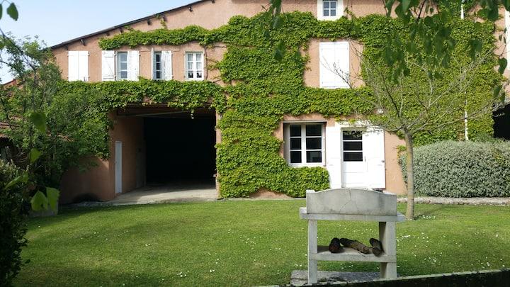 AU DOMAINE DE MARLAS cottage