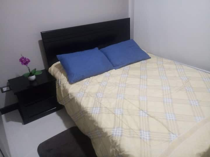Private room w/bathroom 5 min from SJO Airport