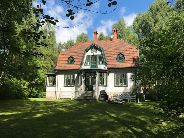 Charming villa just off the beach, Ystad Sandskog