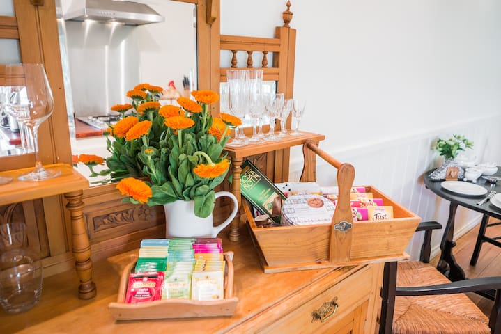 At Wild Orchid Olinda Cottage you will enjoy generous Breakfast provisions of a selection of teas, freshly ground coffee, plunger and coffee machine. A selection of cereals and snacks plus local fresh produce included in the price of your stay.