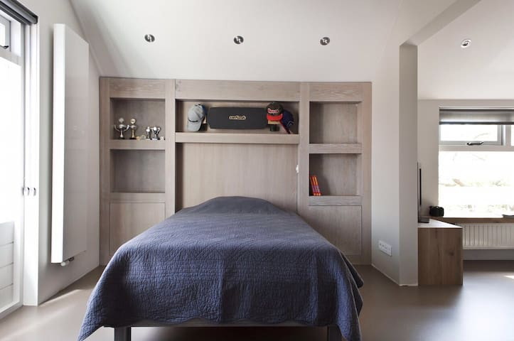 Newly renovated, light and spacious house. - Voorhout - Apartamento