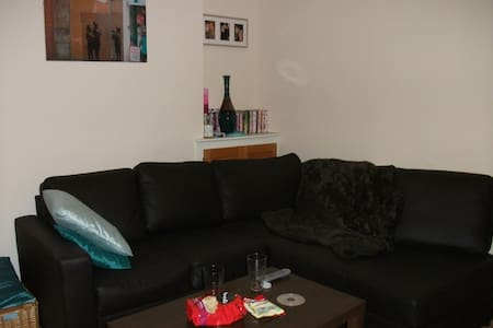 Great 3 bedroom house close to Cardiff City Center - Cardiff - Rumah