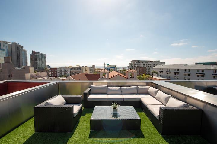 Luxe 5BR! Sleeps 13! Rooftop+Ocean+Downtown Views!