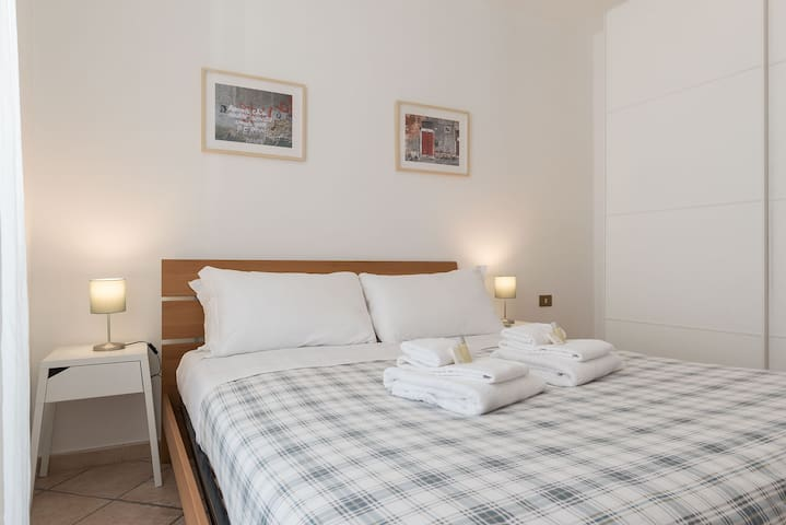 Modern, cozy and comfortable by Fontana di Trevi