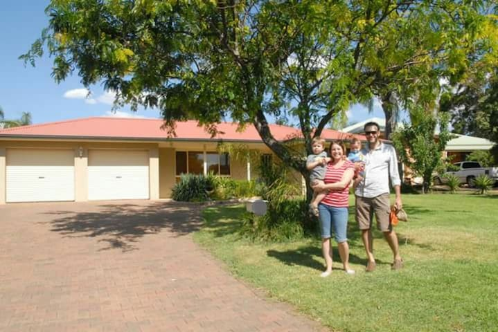 Family home with pool in quiet cul-de-sac - Dubbo - Huis