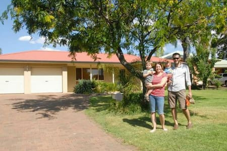 Family home with pool in quiet cul-de-sac - Dubbo