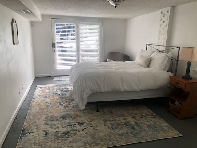 Private Apartment 15 min from Downtown