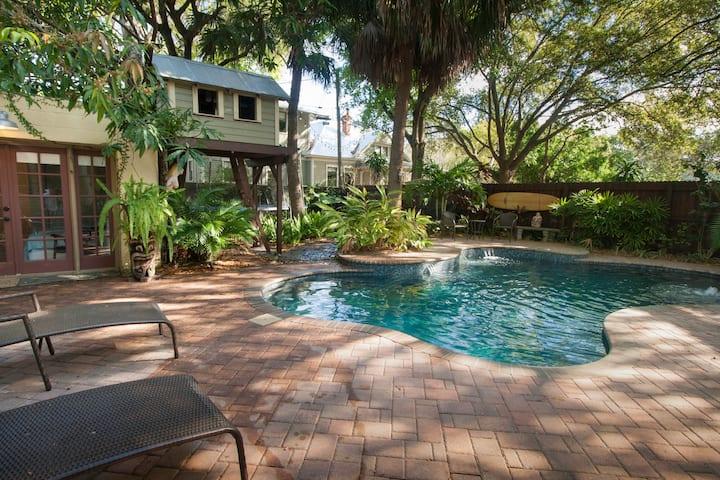 Pool Side Getaway, Walk/Bike Tampa River Walk