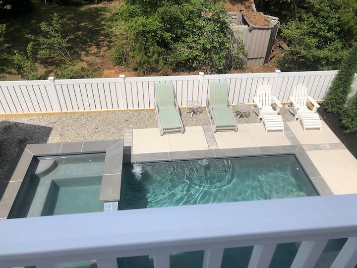 Beach block 4 bd 4+ba pool, hot tub best location