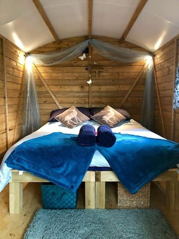 Posh Bedz in Shedz No2