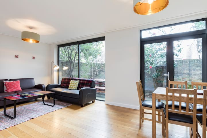 Quiet 3 bed mews townhouse In central London