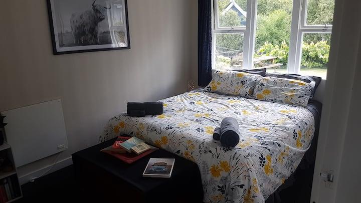Comfortable room in quiet neighbourhood