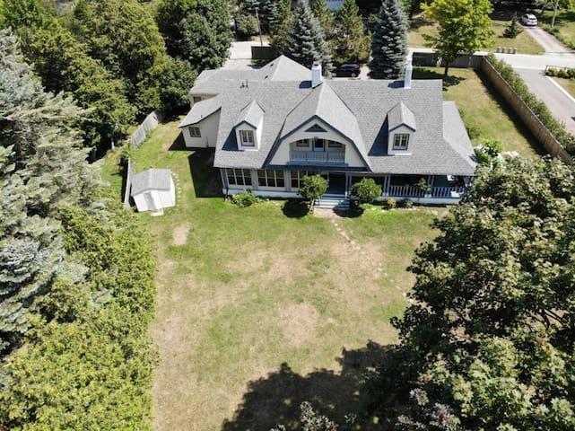 7 Br Lake Simcoe Cottage