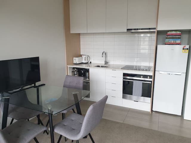 1 beddy apartment w car park within 8kms from CBD