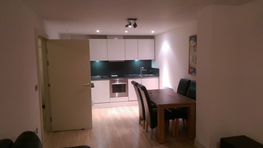 1 Bedroom Luxury Apartment in Cardiff Bay - Cardiff