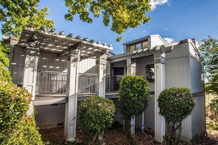 Stunning Views & Lots of Space! - Redding - Kondominium