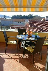 Apartment MARLA with sea view - Tribunj