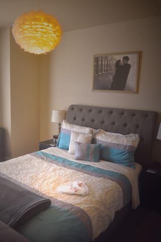 The romantic master suite