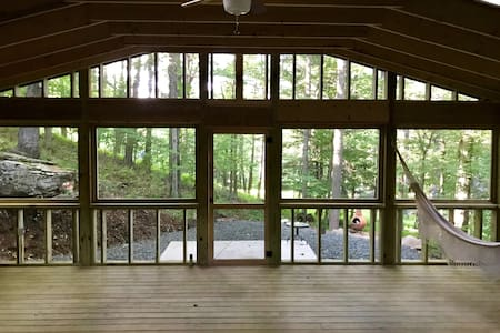 Renovated Cabin 2 Minutes from Lake
