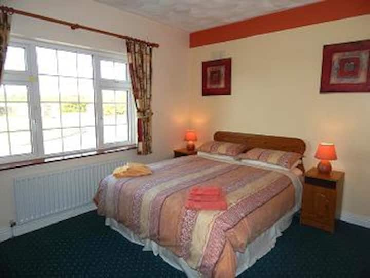 NEW  Doolin Breeze--King size Bed ,private bathrm