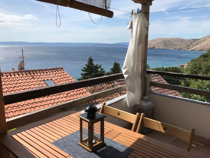 Apartment 50m from the beach; magnificent views