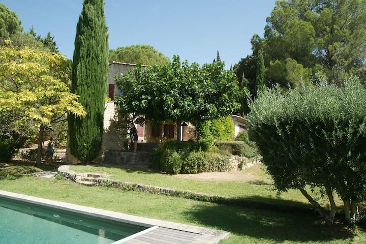Charmante maison avec piscine à Lourmarin.