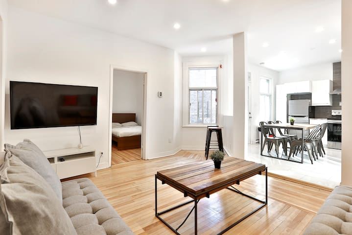 5 Bedroom in Montreal's Mile End