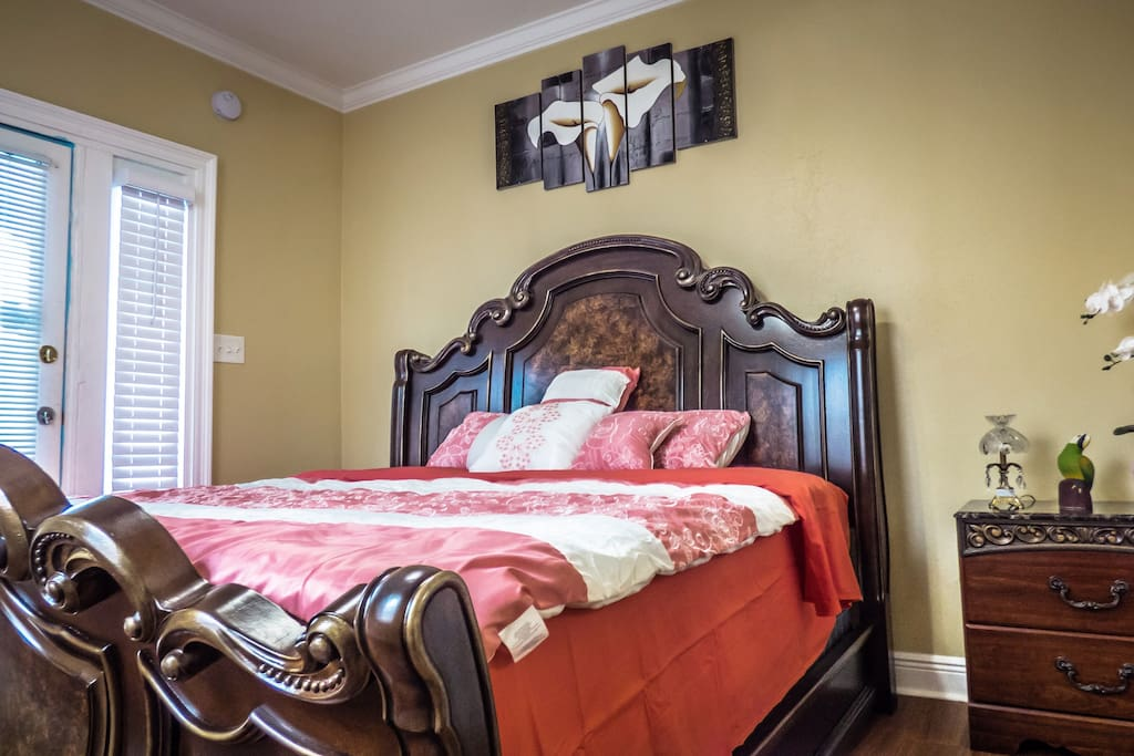 Master bedroom(1st) with king bed !!!