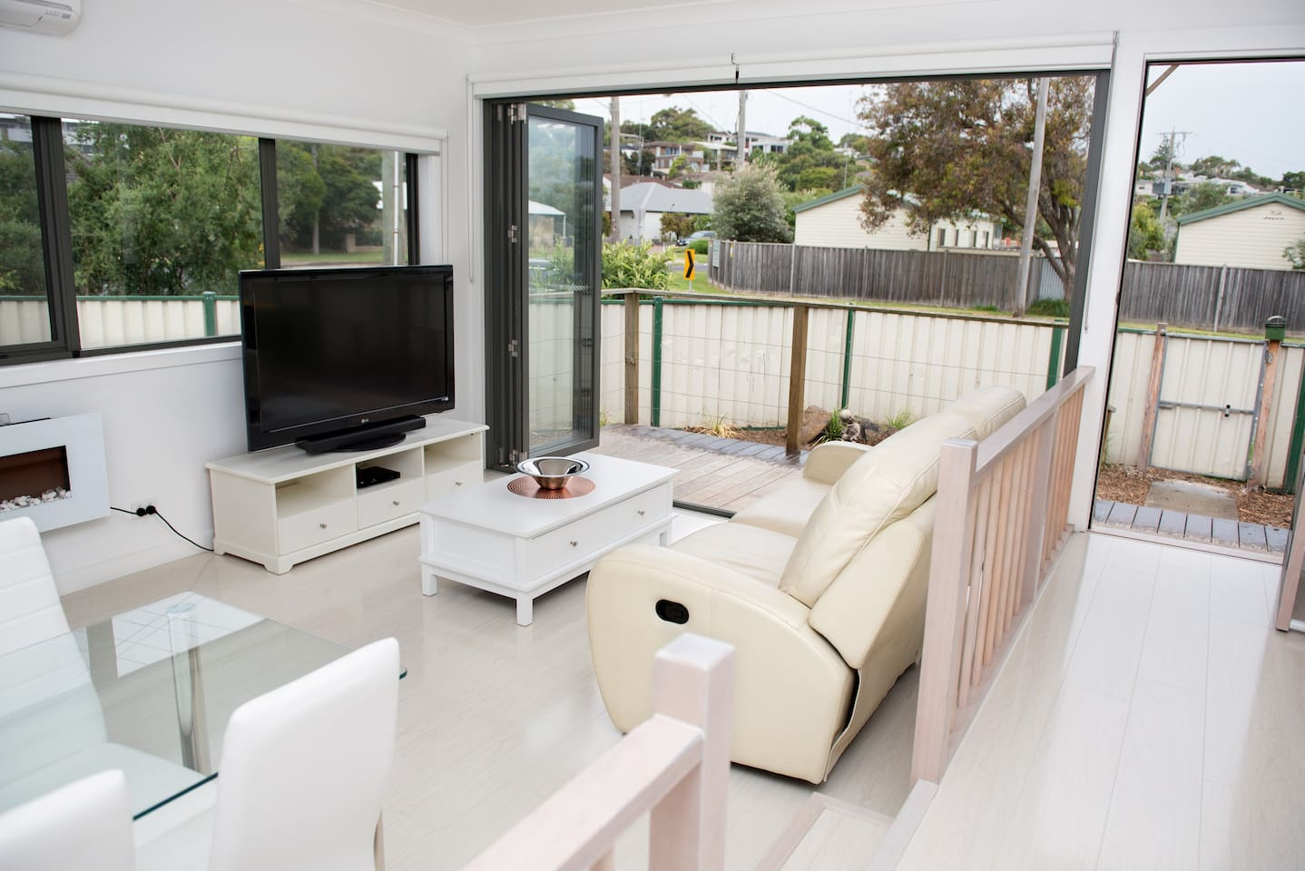 Ocean Grove is the perfect Coastal get away. Our Holiday unit is well located midway between the main shops and the Barwon River and Barwon Heads