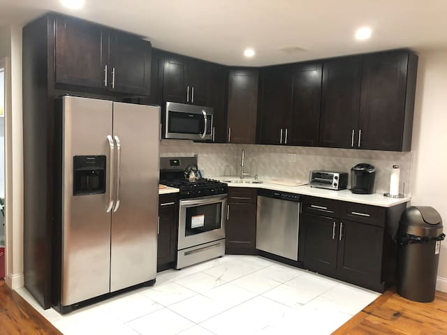 Private bedroom in shared apartment near JFK.
