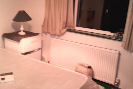 double room in private house great area - Chigwell - Hus