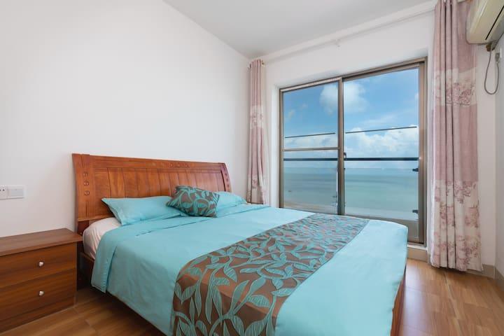 Sea-view master bedroom (海景主卧)