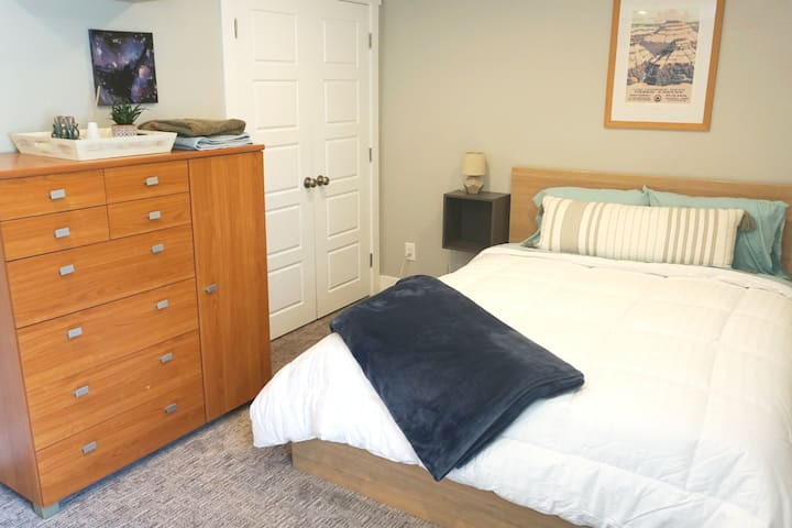 New Comfortable Clean Private Room & Bathroom
