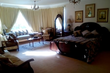 Beautiful Large Room with Ensuite - Warrawee - Bed & Breakfast