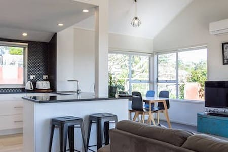 Cosy 3 bedroom house on Auckland's North shore