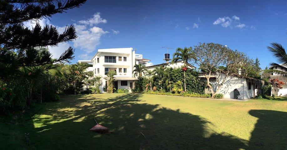 EL ATARDECER Beach Front Apartment 1st floor