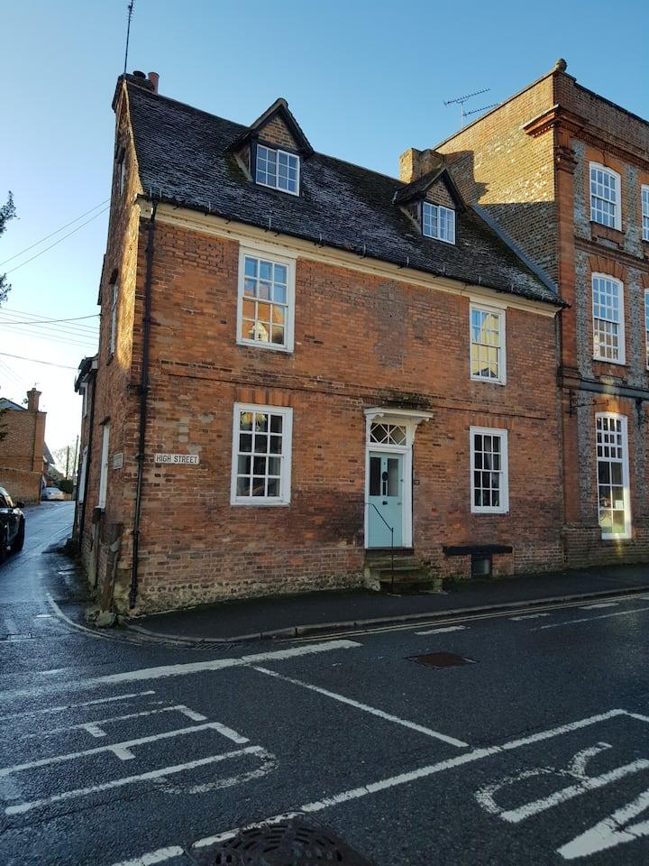 Unique B&B Period Town House Historic Wallingford