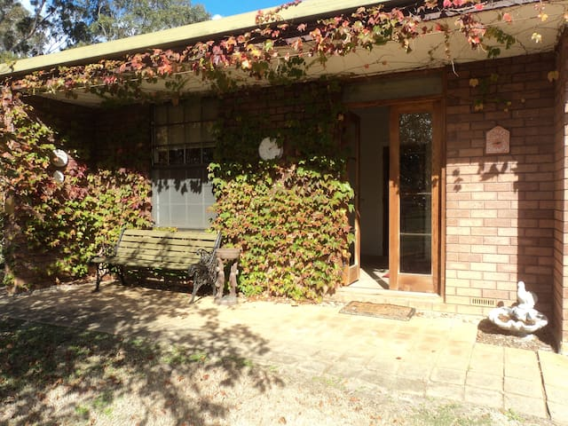 Greenhills Escape- rural hideaway in Victor Harbor - Victor Harbor - Bed & Breakfast