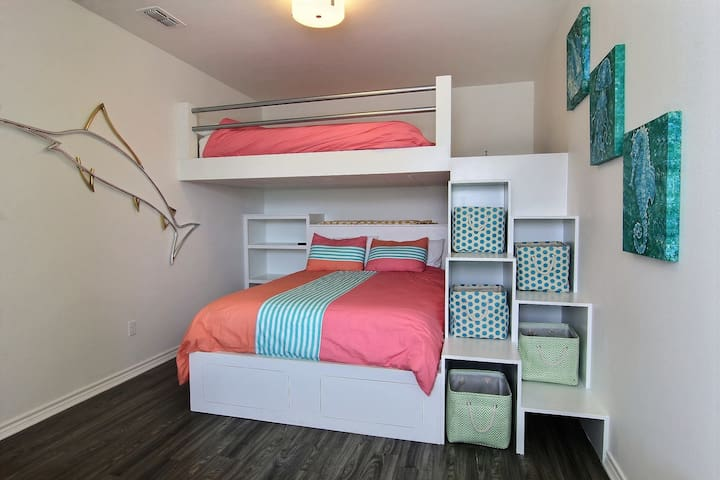 Upstairs fully furnished third bedroom with Queen sized bunk beds.