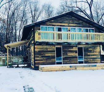 Seven Springs Cabin - 30 foot pool + hot tub!