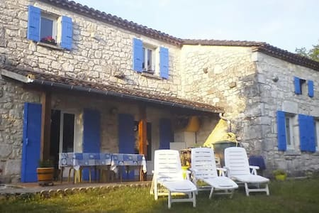 Room in a calm stone house, Bed & Breakfast. - Villeneuve-sur-Lot