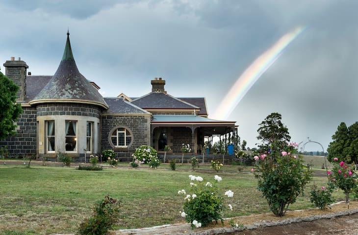 Maids Quarters - Coragulac House Cottages