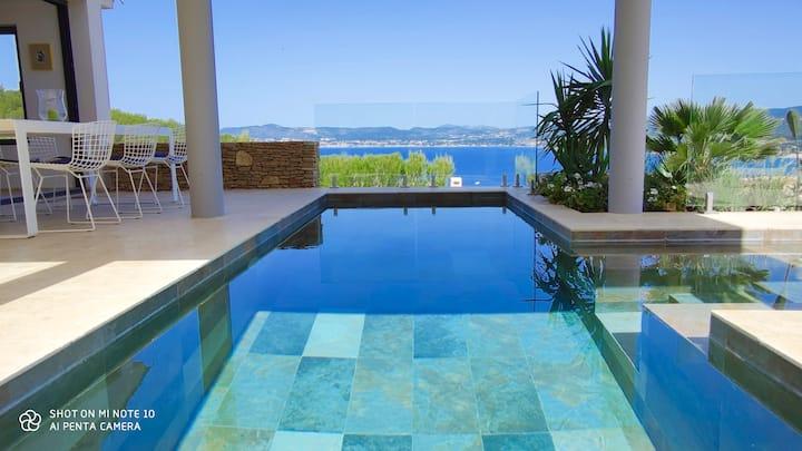 Le Fortin : bord de mer, vue mer, piscine.