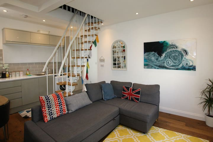 Modern Stylish Apartment in Heart of Clifton