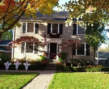 Beautiful Colonial in Grosse Pointe - Grosse Pointe - Huis