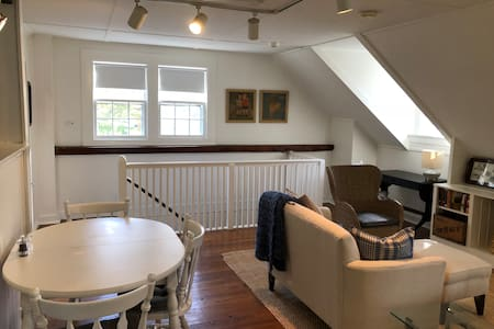 Sweet Suite in walkable historic Bedford Village